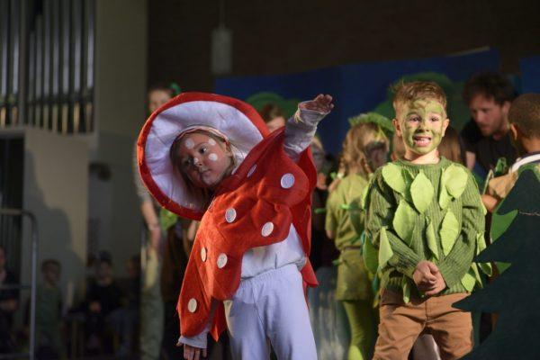 Das Theaterprojekt in der Herforder Kita Ottelau zeichnet sich insbesondere dadurch aus, dass es ganz individuell auf die Kinder zugeschnitten bzw. entwickelt wurde.